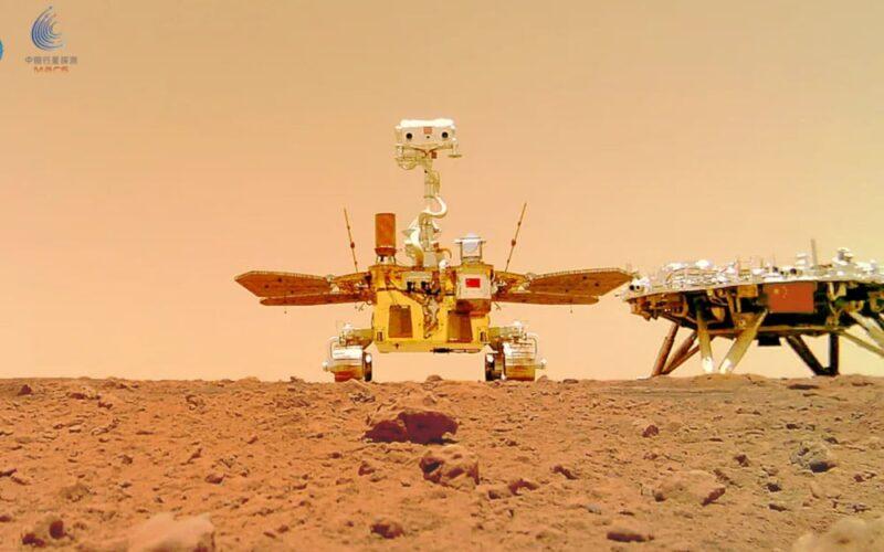 """Zhurong: rover chinês manda """"selfie"""" na superfície de Marte"""